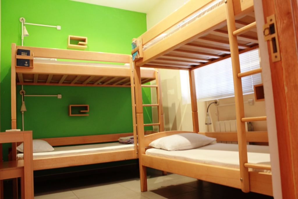 Private 4 Person 2 Bunk Beds Shared Bathroom